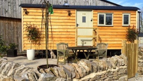 glamping-derbyshire-and-the-peak-district-brosterfield-farm-shepherds-hut
