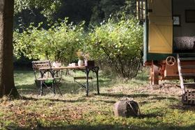 glamping-kent-the-nut-plat-retreat-picnics-s