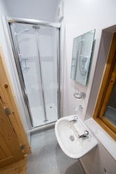 glamping-leicestershire-eye-kettleby-lakes-showers-2