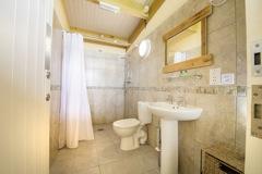 glamping-devon-dunsdon-farm-showers-s