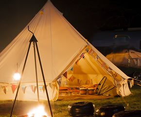 glamping-norfolk-riddlesworth-park-bell-tent-at-night-s