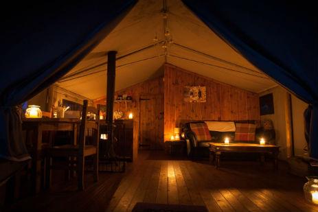 glamping-norfolk-with-hot-tub-swallow-park-tent-safari-tent-at-night