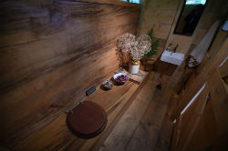 glamping-wales-redwood-valley-treehouse-bathroom-s