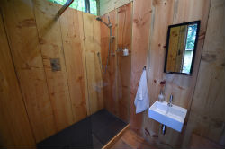 glamping-wales-redwood-valley-treehouse-shower-s