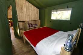 glamping-wales-sloeberry-farm-lodge-bedroom