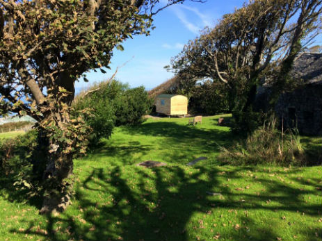 glamping-wales-the-farm-hut
