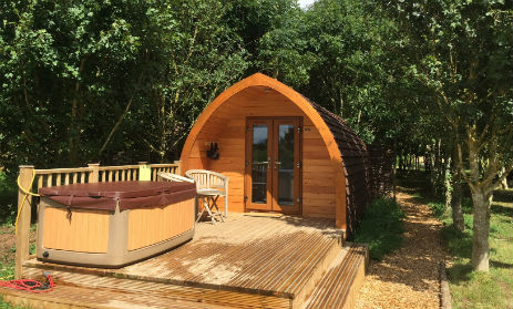 glamping-warwickshire-with-hot-tub-wootton-park-mega-pod