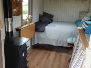 glamping-cornwall-frizparc-shepherds-hut-interior