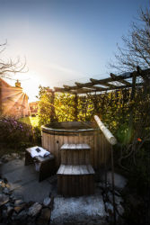 glamping-cornwall-with-hot-tub-the-greenhouse-spa-s