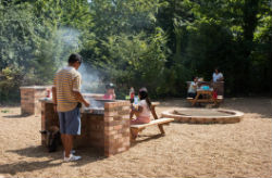glamping-essex-lee-valley-dobbs-weir-bbq-area-s