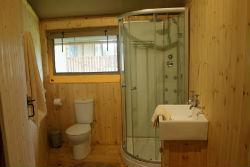 glamping-hamsphire-beechen-safari-tent-bathroom