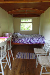 glamping-wales-cledan-valley-shepherds-hut-interiors-s