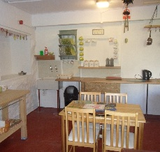glamping-wales-llwyn-onn-glamping-site-kitchen
