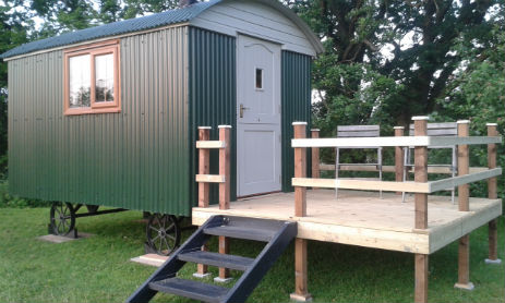 glamping-worcestershire-broad-oak-trout-lakes-shepherds-hut