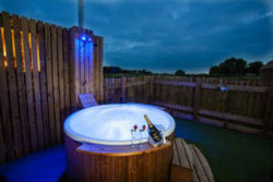 glamping-derbyshire-with-hot-tub-calwich-under-canvas-tub-area