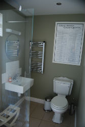 glamping-herefordshire-shower-p