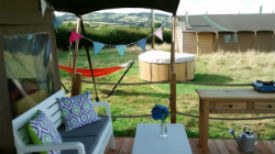 glamping-somerset-with-hot-tub-middle-stone-farm-tub-views