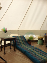 glamping-warwickshire-stratford-upon-avon-apple-farm-lounger
