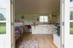 glamping-in-luxury-shepherds-huts-in-somerset-with-classic-glamping-lambs-tale