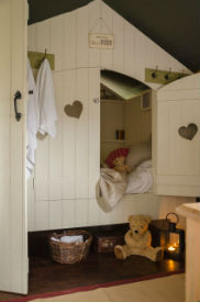 glamping-lecicestershire-the-dandelion-hideaway-cabin-beds