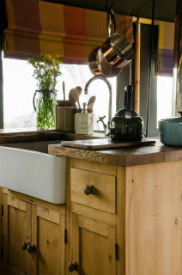 glamping-leicecstershire-the-dandelion-hideaway-kitchen