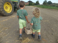 glamping-leicestershire-the-dandelion-hideaway-little-helpers-s