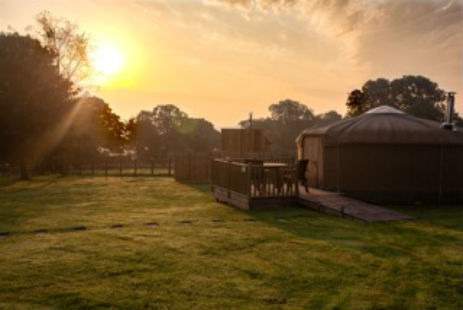 glamping-derbyshire-with-hot-tub-calwich-under-canvas