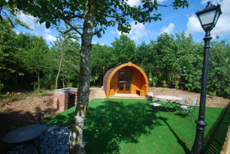 glamping-leicestershire-eye-kettleby-lakes-Robin