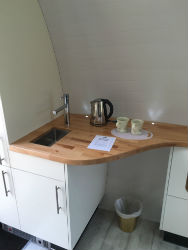 glamping-scotland-glen-nevis-holiday-kitchen-p