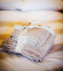 glamping-cumbria-ad-the-edge-of-the-lake-district-thornfield-bathroom-towels-p