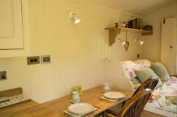 glamping-derbyshire-and-the-peak-district-oaker-farm-haddys-hut-dining