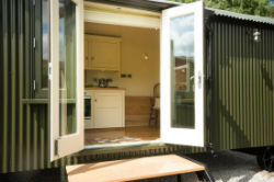 glamping-derbyshire-and-the-peak-district-oaker-farm-haddys-hut-open-doors