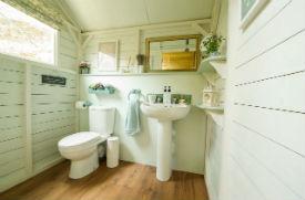 glamping-devon-longlands-lodges-bathroom-s