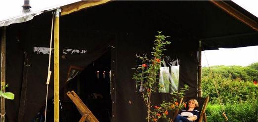 glamping-ireland-featherdown-farm-oop-head-safari-tent-relaxing