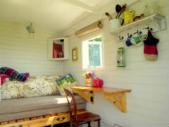 glamping-norfolk-lings-meadow-ranny-interior-s