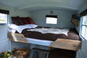 glamping-scotland-eco-camp-glenshee-romantic-shepherds-hut-sJPG
