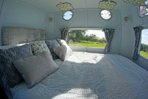 glamping-the-cotswolds-george-clarkes-amazing-spaces-warwick-knight-bed-s