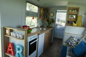 glamping-the-cotswolds-george-clarkes-amazing-spaces-warwick-knight-kitchen-s