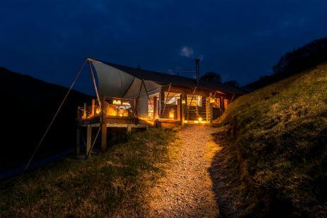 glamping-devon-longlands-lodges-safari-tent-at-night