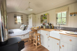 glamping-in-luxury-hepherds-huts-with-classic-glamping-apple-blossom-interior
