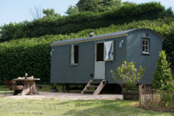 glamping-in-luxury-hepherds-huts-with-classic-glamping-apple-blossom