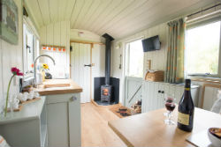 glamping-in-luxury-hepherds-huts-with-classic-glamping-cherry-blossom-interior