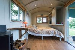 glamping-in-luxury-shepherds-huts-classic-glamping-shepherds-oak-interior