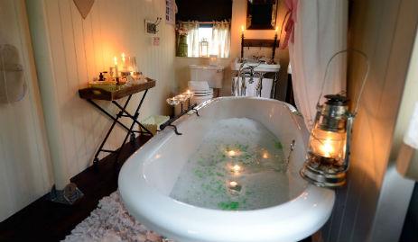glamping-leciestershire-the-dandelion-hideaway-bathroom