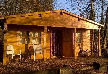 glamping-suffolk-west-stow-pods-cabin-in-autumn