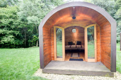 glamping-the-cotswolds-upcote-farm-banny-pod-s