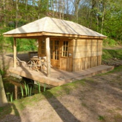 glamping-worcestershire-grabbed-by-the-alpacas-cabin-1-s