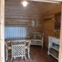 glamping-worcestershire-grabbed-by-the-alpacas-cabin-2-s