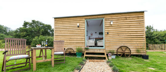 BUTTERCUP BARN RETREATS – ROSEMARY Glamping Isle of Wight