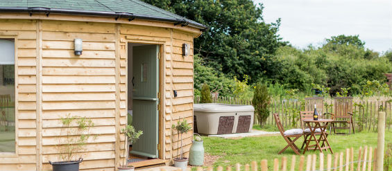 BUTTERCUP BARN RETREATS – OLIVE Glamping Isle of Wight with Hot Tub